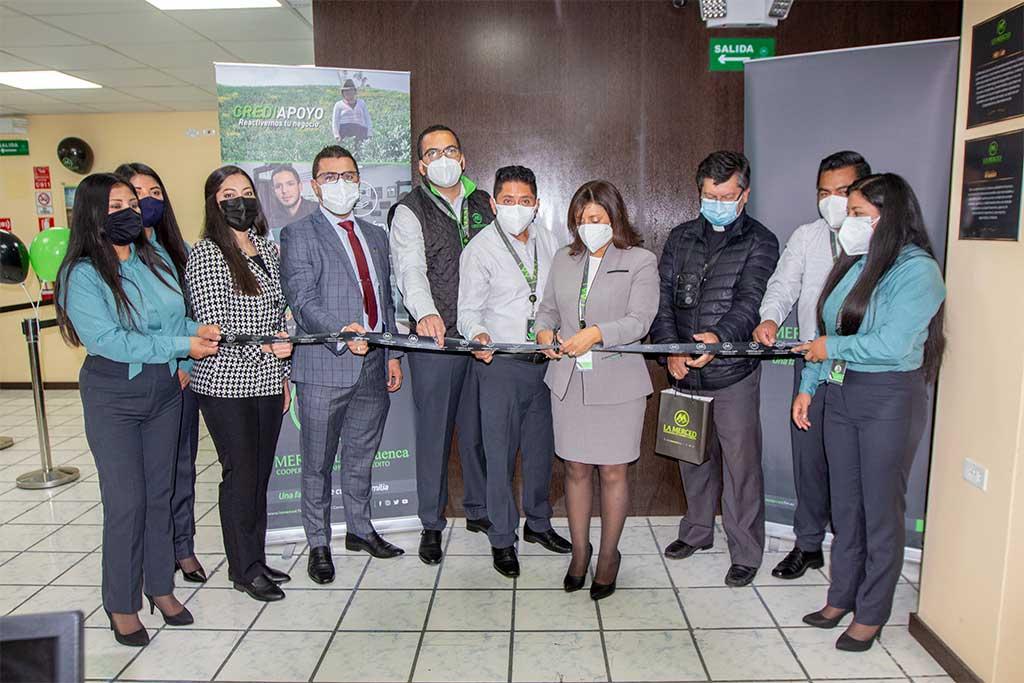 Foto Inauguración Nueva Agencia Latacunga